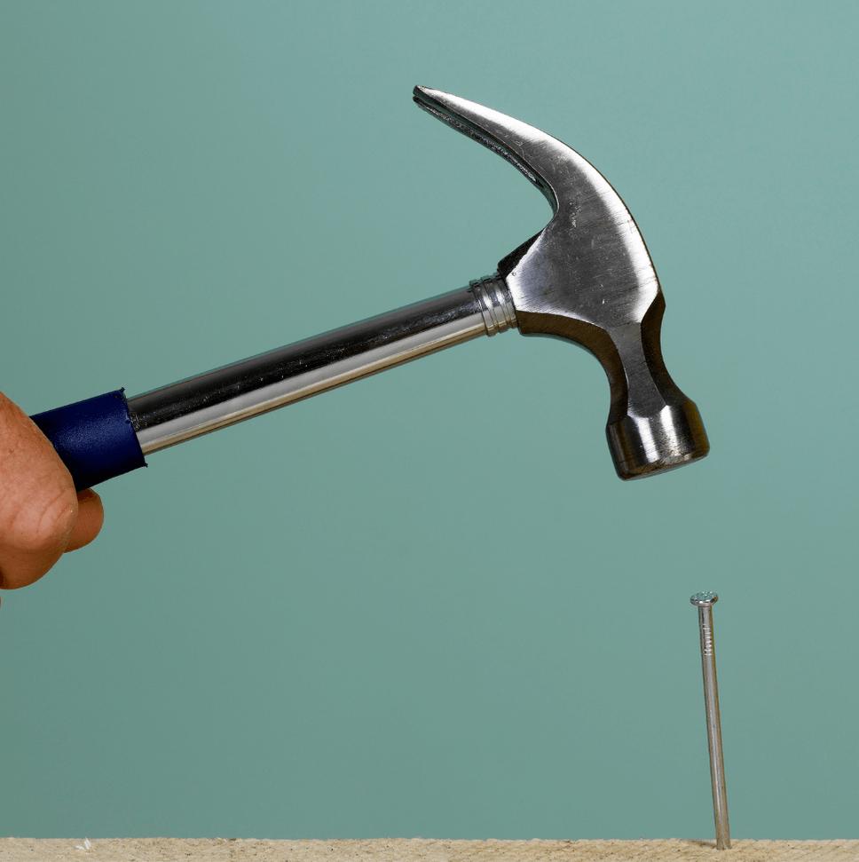 """En este momento estás viendo """"Si vas a clavar un clavo… usá un martillo … no una cuchara"""""""